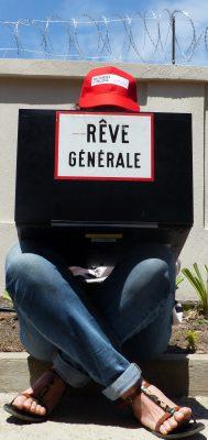 Derrière les barbelés du village de la francophonie, les blogueurs écrivent leur monde