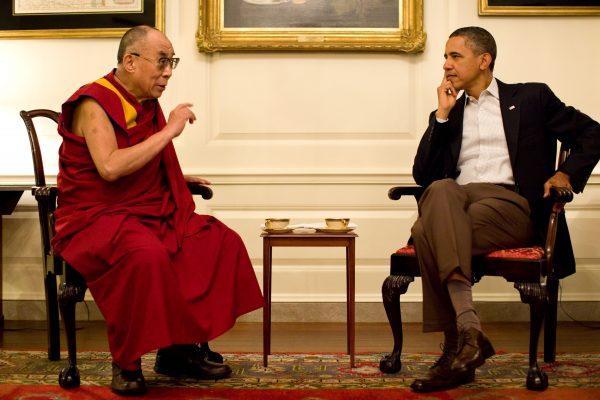 Source: https://upload.wikimedia.org/wikipedia/commons/4/4b/Barack_Obama_with_the_14th_Dalai_Lama_in_the_Map_Room_2011.jpg