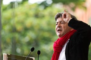https://upload.wikimedia.org/wikipedia/commons/9/98/Melenchon,_6%C3%A8me_R%C3%A9publique_-_MG_6551.jpg